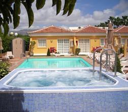 Gran Canaria Gay resorts: Club Torso is centrally located in Maspalomas